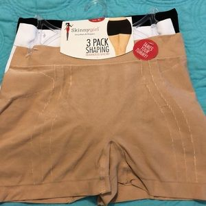 NWT Skinnygirl 3 Pack shaping seamless short